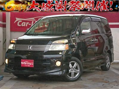 ヴォクシー Z 煌 低価格車両!! 8人乗り! 両側パワースライドドアで乗り降り楽々♪ 室内スペース広々です♪♪♪ 今、流行りの車内テレワークでも使えます!! 車検タップリ付いてます♪♪♪ 月々1万円台です♪♪♪ お得な車両です♪♪♪