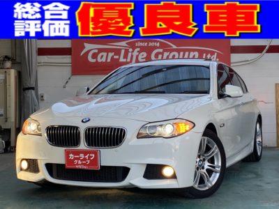 BMW528i Mスポーツ ☆総合評価優良車☆ 現代のデートカーといえば!!BMW(*´ω`*)♪その中でも最高の操作性とサーキット走行もこなせるスポーツモデル~Mスポーツ~の入庫です♪おしゃれなベージュレザーとシートヒーター付パワーシートをそなえたさすがの装備です!!スポーツ走行を体感できるパドルシフト付き!!開放感満点のサンルーフ付きで風と一体になりましょう♪車検まだまだ✨✨4年1月✨✨