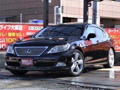 LEXUS レクサス LS460 ドライビング性を重視した人気の「バージョンS」★ 走行中フルセグTV視聴可📺 高級セダンならではの装備も満載✨ サンルーフ🌞 本革シートに赤木目パネルなどで室内のラグジュアリー感は抜群です🤩 障害物センサー&バックカメラで駐車も安心♪ とにかく【高級感】を求める方は是非!! 《1年保証付》