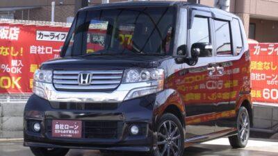 N-BOX   GLパッケージ 日本中で売れに売れまくっている軽自動車N-BOX🎉 ☆プレミアムゴールドパープル☆カラー💫 全席ゆったり乗れる車内でお子様から大人も大満足😆 黒革調シートカバーでオシャレ度もUP👌 社外ブラックAWで外装もクールです✨ ぜひ使い勝手抜群のN-BOXをご体感下さい!(^^)! 《1年保証付》