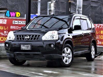 X-TRAIL エクストレイル 20Xtt 4WD 本格派SUV、31系エクストレイルのブラック入荷✨ 走行中TV・DVD視聴可能💿📺 ナビ連動ビルトインETCとクルーズコントロールで高速道路や遠出も楽々🗾 社外テールレンズで後ろ姿が魅力的です💎 純正HIDヘッドライト・LEDフォグランプ・AUTOライトで夜間の運転も安心💡 後席フルフラット可能なので泊りがけのお出掛けの際や大きなお荷物を載せる際にも便利です📦 車中泊でご利用される方もたくさん居られますよ❗❗⛺ 利便性に特化した高性能SUVです✨ 《1年保証付》