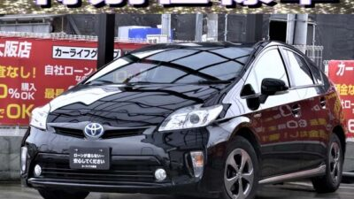 PRIUS プリウス S 【特別仕様車グレード】 走行中TV・DVD視聴可能📺 Bluetoothオーディオ視聴可能🎵🎶 シートカラー・インテリア加飾・外板色・エクステリア加飾を自由にデザインされた唯一無二のプリウス30系後期🌏 内装はレザーシート・レザーパネルが施されており、外装にはメッキ調のサイドエアロが装着されております💎  他車と圧倒的に差別化されたデザインのため「人と被らない唯一のお車」です✨ 《1年保証付》