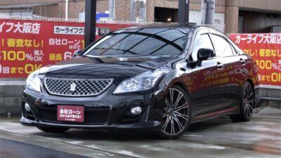 CROWN クラウン アスリート 3.5 半世紀以上にわたり日本の高級車をリードする、13代目となるクラウン👑 HDDマルチナビ&サンルーフ&本革シートの王道装備🔱 冬など寒い季節にも嬉しい全席シートヒーター🔥 駐停車時も安心のバック&サイドカメラや障害物センサーも付いています⚠️ フルセグTV・DVD・BluetoothAUDIOも可能の純正HDDマルチナビ✨ 間違いない1台です(^^♪ 《1年保証付》