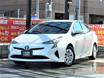 PRIUS プリウス S 50系プリウスついに大阪店に登場💥 驚異のカタログ燃費37.2km/lを記録したハイブリッド車の代表格⛽ 社外SDナビで走行中TV視聴可能📺 バックカメラで駐車時も安心📸 以前までのモデルよりも見やすくなったスピードメーターも特徴的です🏁 純正LEDヘッドライトで夜間の運転でも明るく安全にドライブすることが可能です💡 すでにお問い合わせ殺到中❗❗ 早い者勝ちとなります❗❗❗ 🌜大阪店専用HPにて360°画像💫&動画🎥を随時更新中❗carlifegroup.jp で検索🕵️♂️🌛 《1年保証付》《1年保証付》